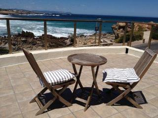 Easy seaside living in beach villa: Onrus, Hermanus