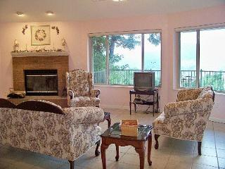 NC 1 Bdrm Mountain Rental Round House Upper Level, Burnsville