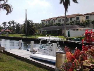 2 Bed with Intercoastal Access and Private Patio - Delray Beach vacation rentals