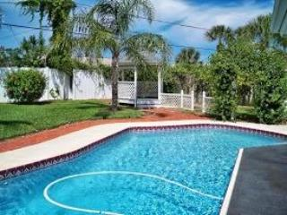 Private Home & Pool, Half a Block to Quiet Beach, Ormond Beach