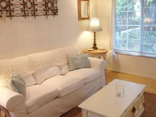 On Walkstreet,  2 Bed 2 bath, one Minute to Sand,, Los Angeles