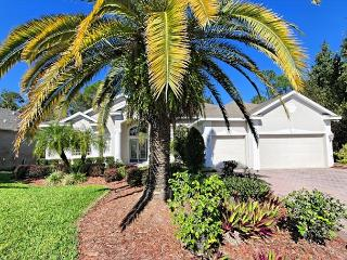 HIDDEN PARADISE: 4 Bedroom Home in Gated Golf Community with Pool and Spa, Davenport