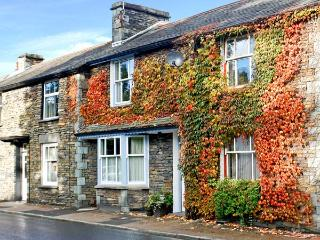 UPPER TWEENWAYS, open plan living area, cosy apartment, fantastic central location in Ambleside, Ref. 24671