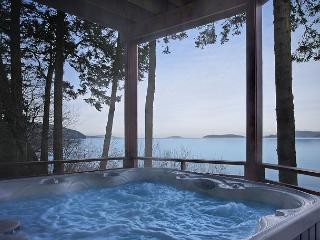 Beautiful Waterfront Home, Amazing Views and Hot Tub!! - (Channel Heights), San Juan Island