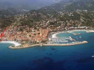 1 Bedroom Apartment in a Beachfront Building, Downtown Menton, Provence