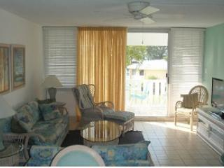 Relax in Beautiful Condo - #26 Harbour Heights 7MB, Seven Mile Beach