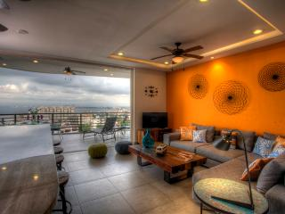 SIGNATURE BY PINNACLE CORNER 2BD/2BA VIEW CONDO, Puerto Vallarta