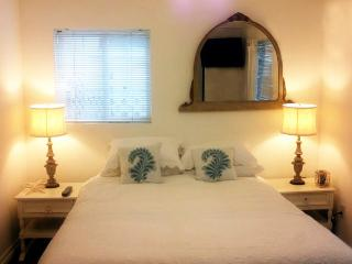 Walkstreet 2 Bed Fresh unit Minute to sand, Los Angeles