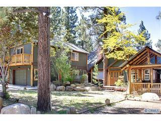 Sleeps 35, hottub, sauna, pool table, close to all, Big Bear City