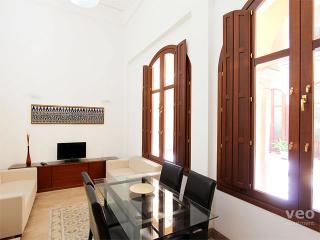 Pajaritos 3 | 3-bedrooms for 5, by the Catedral, Seville