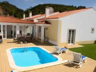 1104943 - 3 bedroom villa with pool - Spacious living/dining areas inside and outside - Sleeps 6 - Obidos