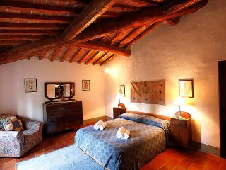BLU Cosy apartment in the Chianti area, with pool, San Casciano in Val di Pesa