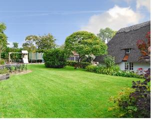 Pretty Grade Two Listed Thatched Cottage, Buckinghamshire