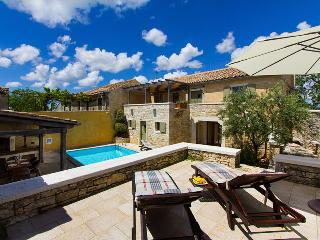 Careffuly restored old Istrian villa with private pool and sauna, Prkacini