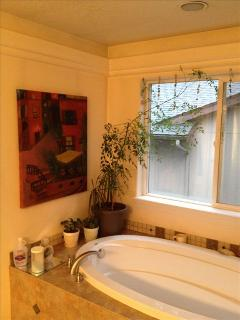 Shared shower/bath with king/double upstairs