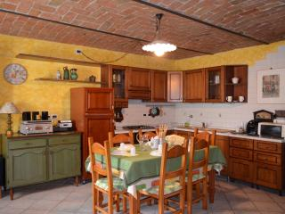 Self-contained studio apt in Langhe Country House, Neive