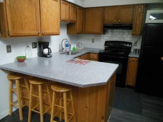 Pico Resort Slopeside Condo D310 - Studio Condo - Walk to Lift & Ski Home To Your Back Door! Sports Center on Premises!, Killington