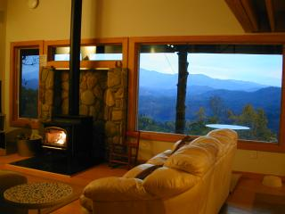 Hawks View, Spectacular 5 STAR Views, PRIVATE, Blowing Rock