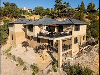 Hilltop 365 -  Luxury Above Downtown Paso!, Paso Robles