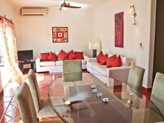 BUEN AIRE; 2 bedroom condo with 5th Avenue views!, Playa del Carmen