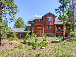Large, spacious pet friendly home with outdoor hot tub, two minute drive to downtown(Hot tub, Pet Friendly, shuttle on demand 2014/15 season) - Antlers Ridge Lodge, Breckenridge