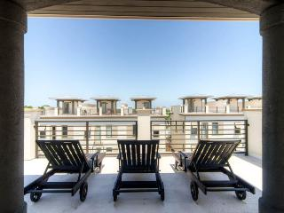 Stylish modern home with rooftop deck, walk to the beach! - Thirty Blu, Santa Rosa Beach
