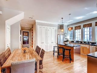 Elegant home with beautiful private patio, shared pool and tennis courts, just a short walk to the beach - Derby Dunes, Rosemary Beach