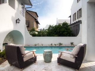 Stylish modern home in the heart of Rosemary Beach with its own pool and amazing views from the balcony! - New Providence Main House