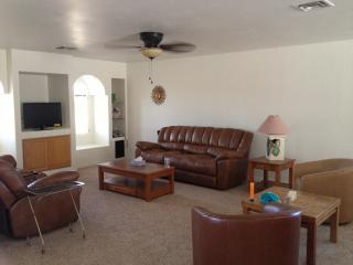 Fully furnished bungalow in sunny Lake Havasu!, Lake Havasu City