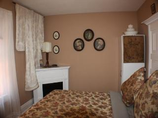 Adult Bed and Breakfast - (Jacuzzi / Fireplace / Queen Bed) - Elegant Ellis - Niagara Falls vacation rentals