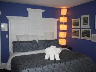 Ellis House Bed and Breakfast - (Jacuzzi / Fireplace / King Bed) - Ansel Adams Suite - Niagara Falls vacation rentals