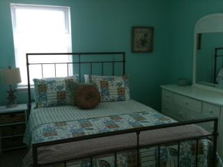 BEDFORD INN-TOWN COTTAGE - Bedford vacation rentals