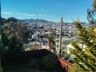 2BR Apt on beautiful hilltop, easy street parking, San Francisco