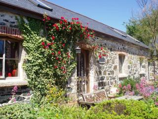 Spacious barn for 6 - 10 minutes from the sea, Mullion