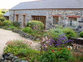 Spectacular 6-bed barn, 10 minutes from sea, Mullion