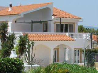 VIVENDA SUMMERTIME - Fabulous 6 Bedroom Villa with private tennis court and large pool, Carvoeiro