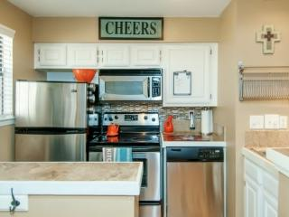 Luxury Condo Heart of Dallas Walkable to Fun/Food - Texas Prairies & Lakes vacation rentals
