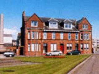 Beautiful quiet beach front apt awesome sea views, Troon