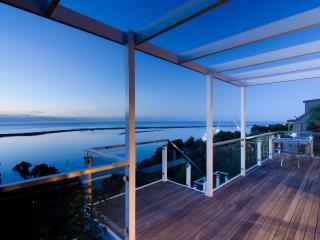 Sea Views Holiday House: Views & space, Nelson