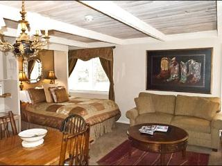 Charming, Remodeled Studio - Close to the Village (1244), Ketchum