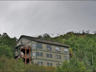 Easy 3 Minute Walk to Ski Slopes - Great Gondola & Yampa Valley Views! (7503), Steamboat Springs
