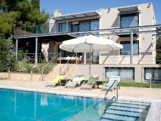 Astonishing Villa with Pvt Pool next to the beach, Lagonisi