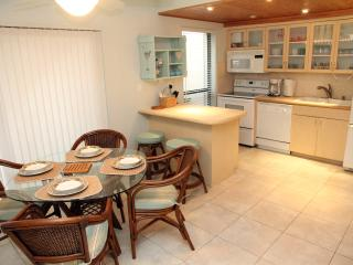 Moon Bay-Sunset Oasis Townhouse with Bay View, Key Largo
