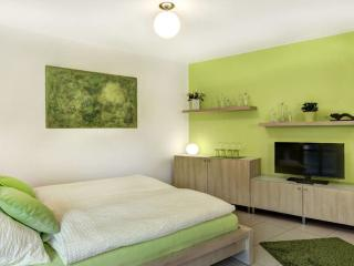 Vacation Apartment in Regensburg - 280 sqft, services apartment, quiet, central, relaxing (# 4516)