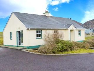 BEARA 1, single-storey cottage, open fire, pet-friendly, ideal touring base for County Cork, near Allihies, Ref 27856 - Allihies vacation rentals