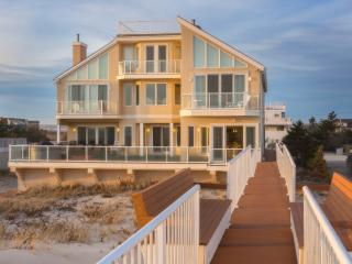 Magnificent Waterfront Beach House on the Ocean, Westhampton Beach