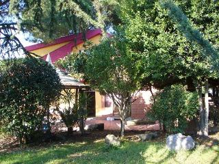 Friendly service, colorful house and eco-friendly, San Cesareo