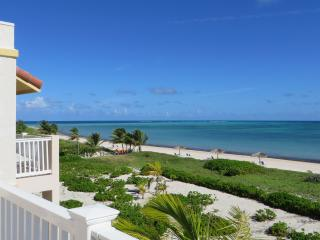 Beautiful Beachfront Penthouse Condo, Providenciales