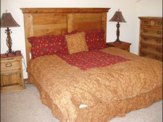Affordable Spacious 2 story condo w/ pool-hot tubs, Vail