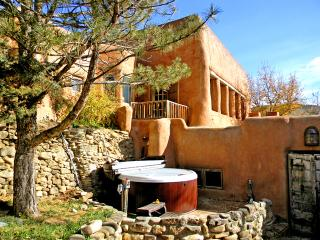 Adobe Hacienda cottage, Ranchos De Taos